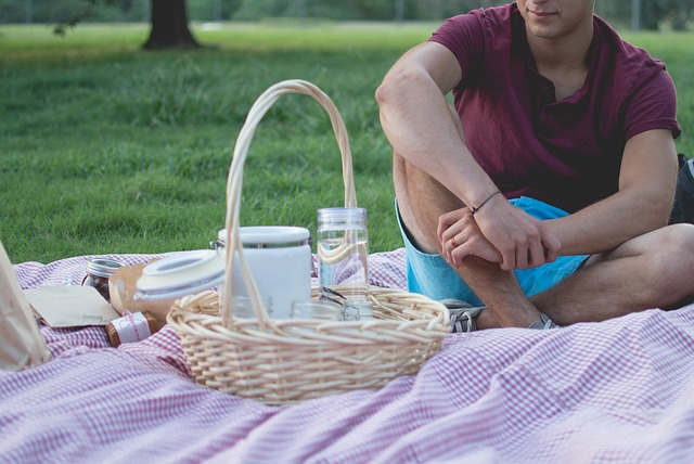 Unique birthday idea to celebrate your husband's birthday; organize a romantic birthday picnic
