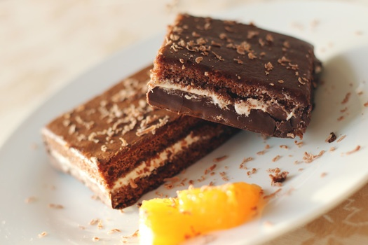 Our top 8 hacks to bake the perfect brownie, don't forget to line it right