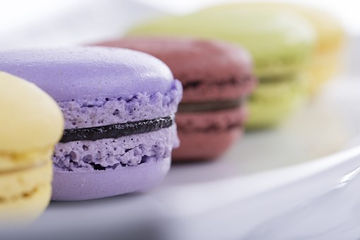 Read our short and sweet post to know the difference between macarons and macaroons