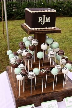 Cake pops are super versatile desserts. Read about these cake pop occasions or cake pop moments when cake pops fit the dessert bill perfectly. And cake pops make for perfect gifts too.